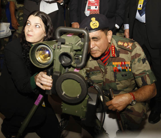 CHIEF OF ARMY STAFF GENERAL DEEPAK KAPOOR HAVING A LOOK AT SPIKE-MR/LR MISSILE OF ISRAEL ON HIS VISIT TO AERO INDIA 2009 AT YALAHANKA AIR BASE ON FEB 12.
