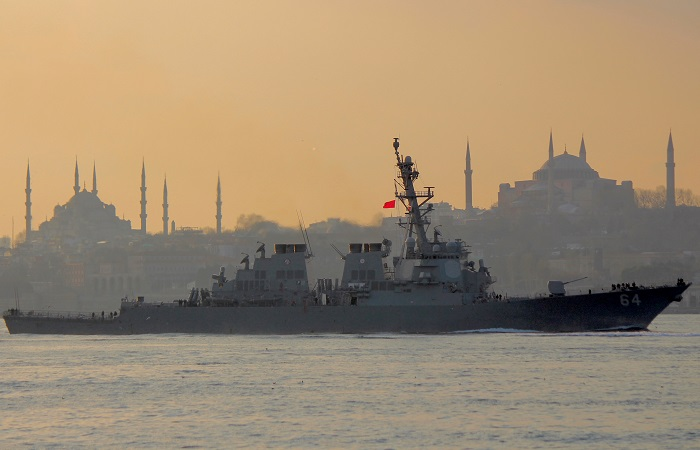 The U.S. Navy destroyer USS Carney sets sail in the Bosphorus, on its way to the Black Sea, in Istanbul, Turkey, January 5, 2018. The city's historical monuments Blue mosque and Hagia Sophia museum are seen in the background. REUTERS/Yoruk Isik - RC1D41D95FA0