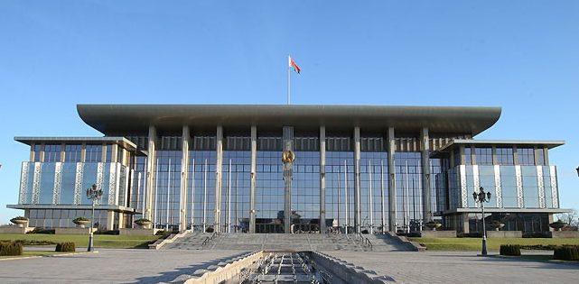 В Беларуси во исполнение поручений Президента существенно повысят зарплаты работников бюджетной сферы