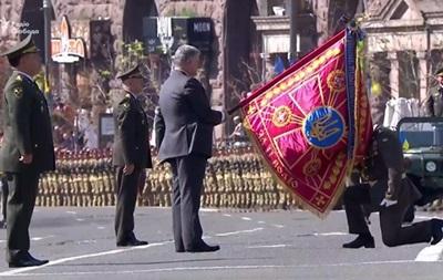Порошенко присвоил воинским частям имена украинских героев