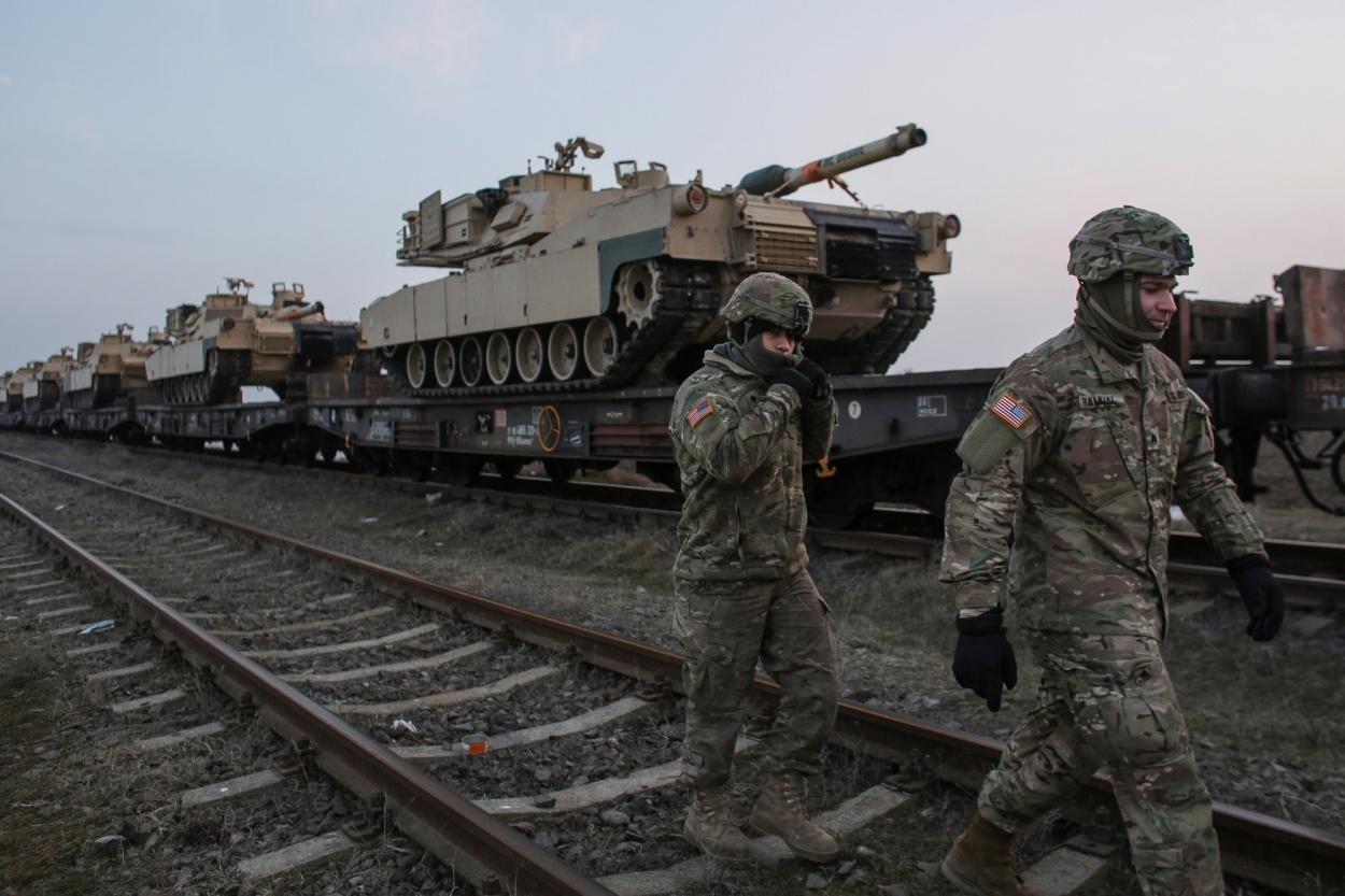 Шойгу заявил о переброске войск НАТО к границам России