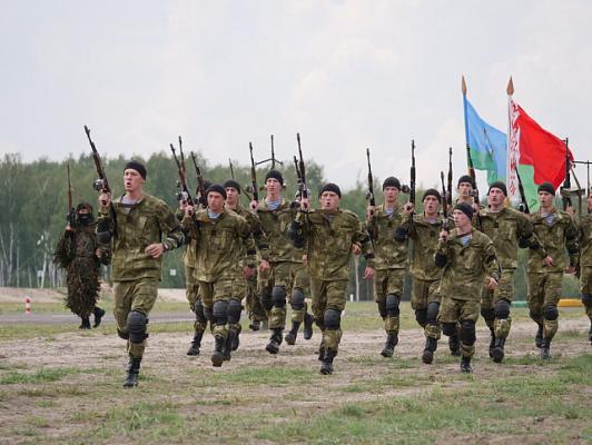 Поздравление Министра обороны Республики Беларусь с Днем десантников и сил специальных операций