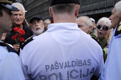 Жителям Латвии предложили самостоятельно защищаться вслучае войны