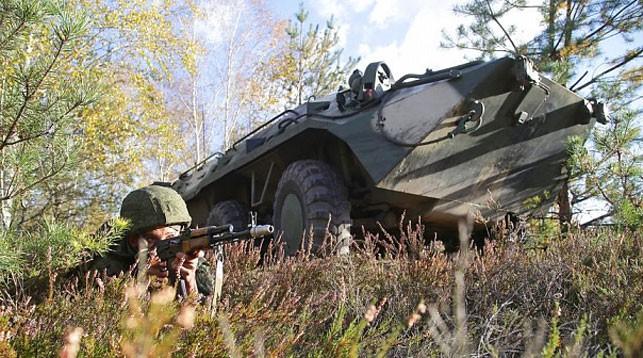 Подготовку к возможному отражению агрессии отрабатывают белорусские военные на учении