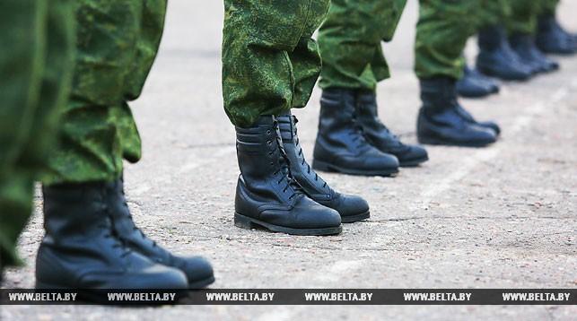 Лукашенко видит упущения в военной подготовке из-за большого процента отсрочек от службы в армии