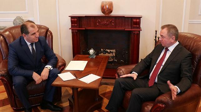 Макей обсудил с новым послом Армении перспективы двусторонних отношений