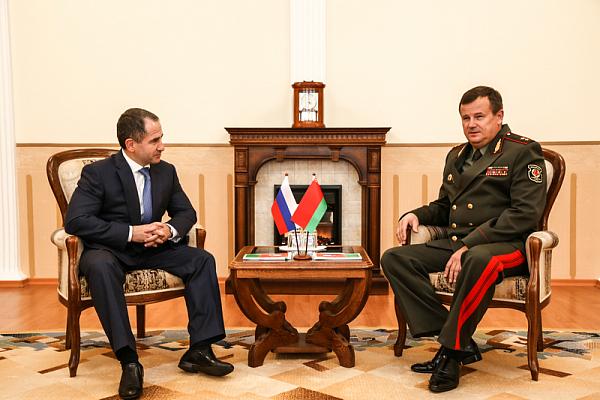 Министр обороны встретился с послом Российской Федерации в Республике Беларусь